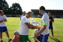 Fußballabteilungsleiter Oliver Meier heiratet endlich sein Caro